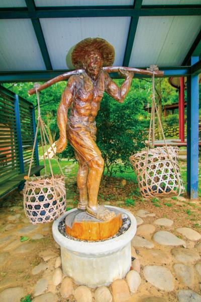 挑炭古道-挑炭夫雕像