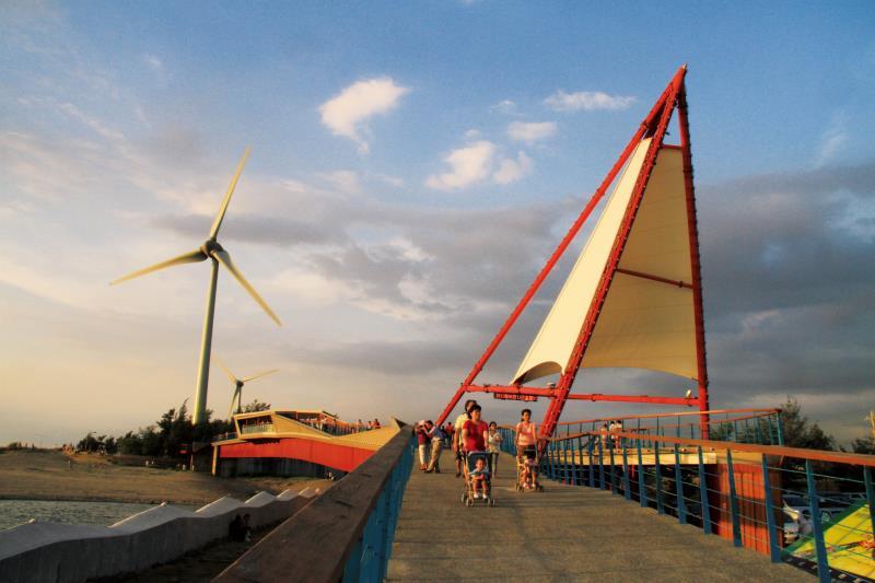 竹南龍鳳漁港 觀景橋