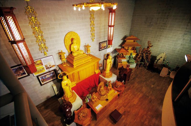 荒木藝術中心 莊嚴的神佛雕像
