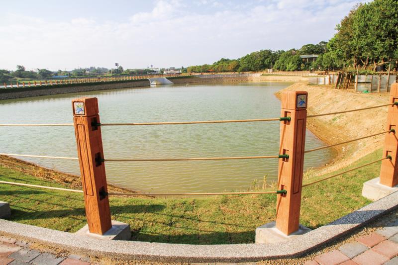 龍昇湖 湖面