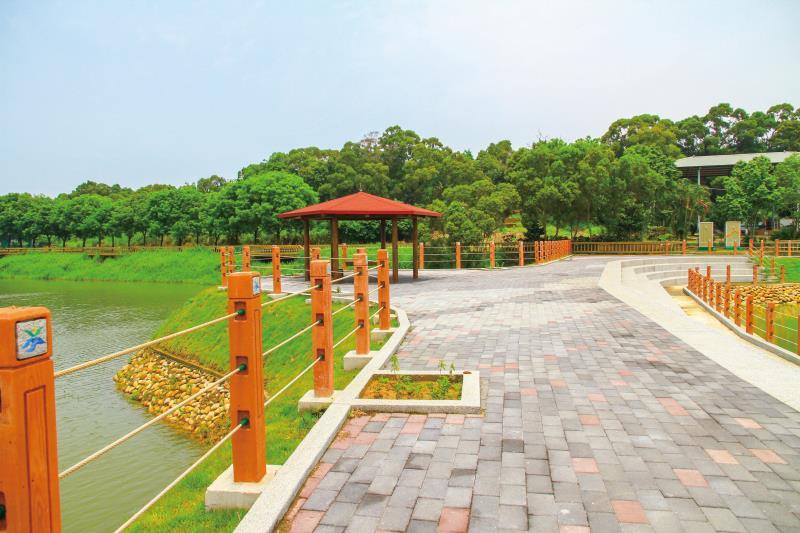 龍昇湖 步道