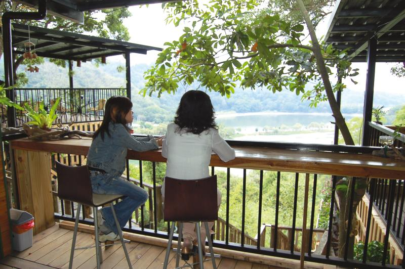 明德水庫 湖邊下午茶