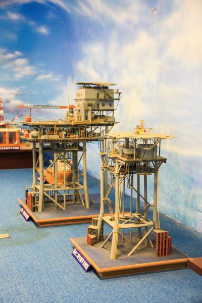 出礦坑礦場 石油開採設備模型