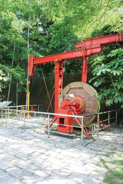 出礦坑礦場 第一口油井的開採處