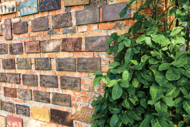 陶蝶H 陶的創作也運用在陶蝶H 的建築牆面上
