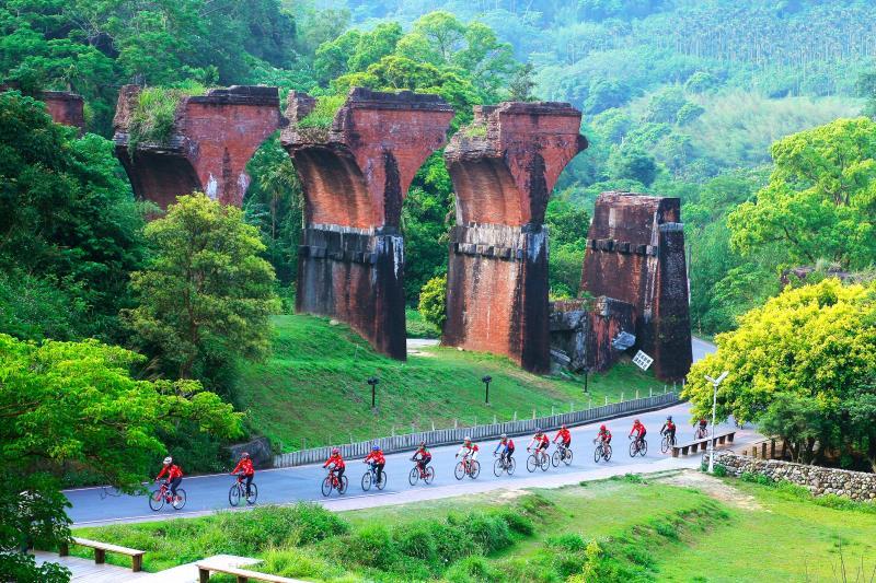 龍騰斷橋-騎自行車