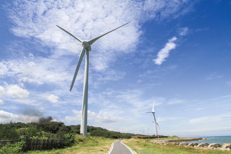 白沙屯海邊-白色風車