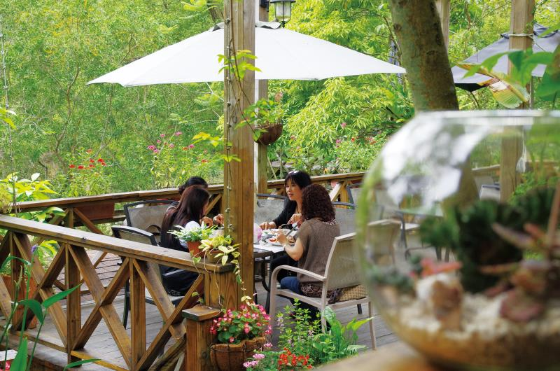湖畔花時間 露天餐桌