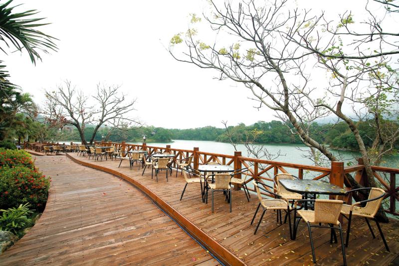明湖水漾會館 湖邊咖啡座