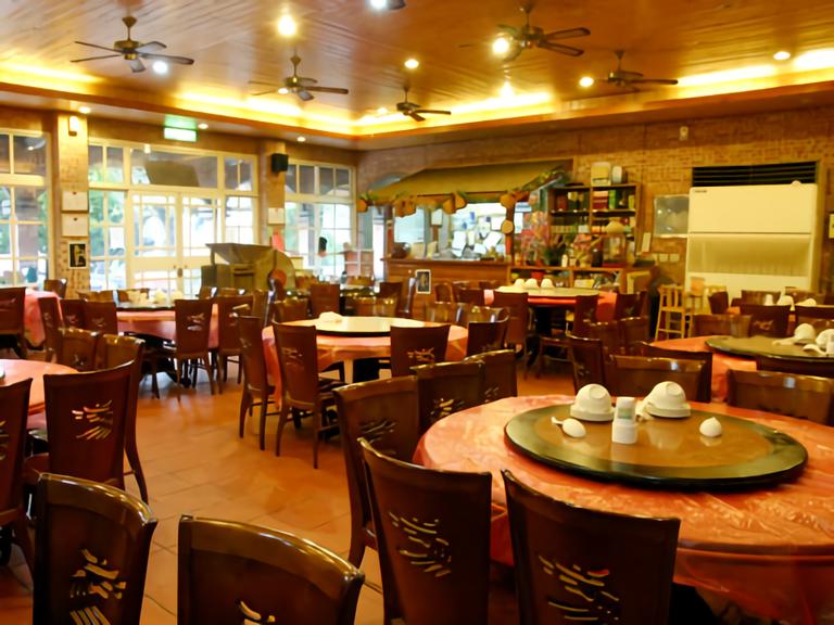山城複合式庭園餐廳 內部環境