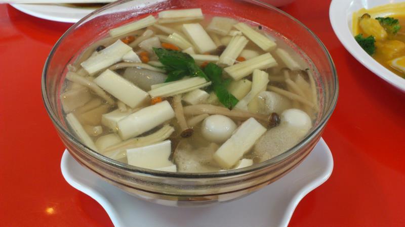 菇菌半天筍什錦養生湯