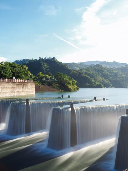 台湾で唯一のラビリンス型の洪水吐きを備えた本流外貯水池であり
