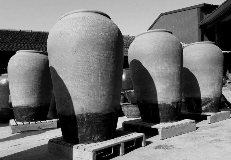 台灣碩果僅存製作大甕、大缸的手擠坯傳統窯場