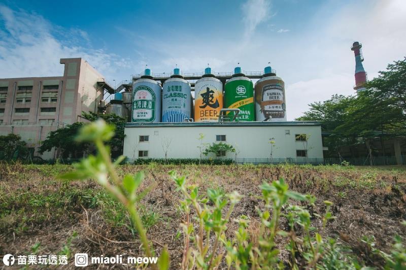 巨大なビールロウステーションの缶